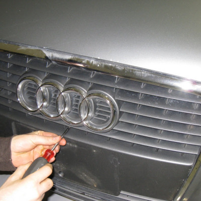 audi-a4-b7-front-plate-delete-03