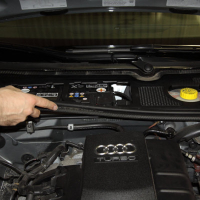 audi-a4-engine-cover-install-05